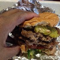 5/31/2014 tarihinde afrofuturistscholarziyaretçi tarafından Z Burger'de çekilen fotoğraf