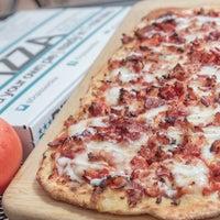 Foto tirada no(a) DC Pizza por DC Pizza em 8/13/2015