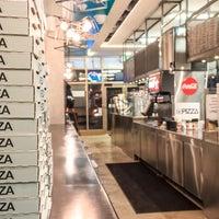 Foto tirada no(a) DC Pizza por DC Pizza em 9/23/2015