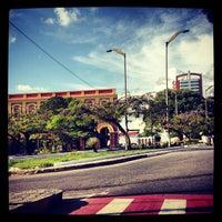 Photo taken at Avenida Álvaro Botelho Maia by Osmar F. on 10/14/2012