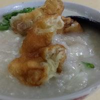 Photo taken at Chai Chee Pork Porridge by Tan T. on 4/23/2014