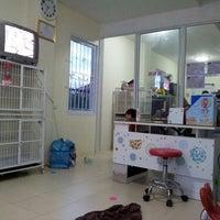 Photo taken at ร้านอาบน้ำ ตัดขน ฝากเลี้ยงสุนัข/ถนนสายไหม ปากซอย 57 by Dusit D. on 8/14/2013