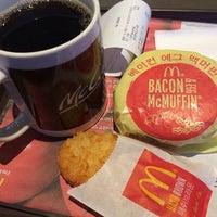 Photo taken at McDonald's by 감귤미남 on 2/3/2014