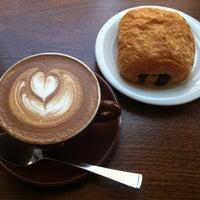 Foto scattata a Barrington Coffee Roasting Company da Matthew il 8/10/2013