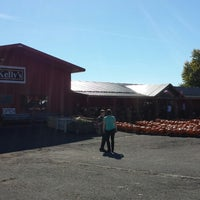 Photo taken at Kelly's Farm Market by Paula S. on 10/12/2013