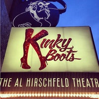 Foto tirada no(a) Kinky Boots at the Al Hirschfeld Theatre por Christine B. em 5/11/2013