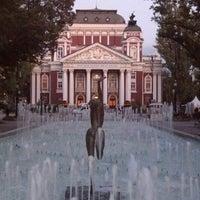 Снимок сделан в Градинката пред Народен театър пользователем Momchil E. 9/21/2012