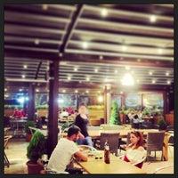 5/31/2013 tarihinde Kenan A.ziyaretçi tarafından Atrium Teras Pub & Karaoke'de çekilen fotoğraf