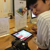 2/19/2013にAmy B.がEMAX Apple Storeで撮った写真