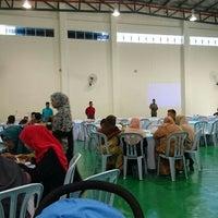 Photo taken at Masjid Kompleks Pertanian Serdang by Abdullah A. on 7/17/2016