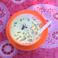 Photo taken at cendol pulut mamu by Ahmad H. on 3/23/2015