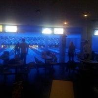 10/25/2012 tarihinde Jana T.ziyaretçi tarafından Planet Bowling'de çekilen fotoğraf