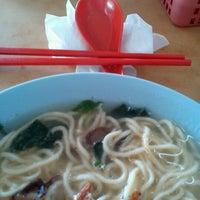 Photo taken at Kedai Kopi Sin Wan Pan Mee by Fredy N. on 5/14/2013