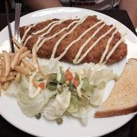 Photo taken at Pk.steak by ฟอเฟิร์ส จ. on 7/30/2015