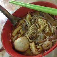 Photo taken at Chulia Street Curry Mee by Tracy Y. on 12/28/2012