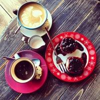 Снимок сделан в Кофе на кухне пользователем Olga V. 5/17/2013