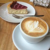Foto tirada no(a) Sur Café por Valentina P. em 5/5/2016