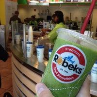 Photo taken at Robeks Fresh Juices & Smoothies by Robert E. on 7/18/2014