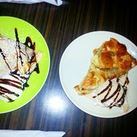 Photo taken at Crepe It Up by Shanny F. on 11/9/2014