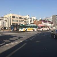 Photo taken at 둔촌2동 주민센터 버스정류장(25-007) by Simon J. on 2/6/2016