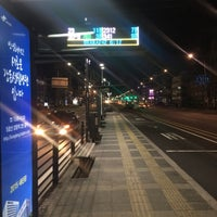 Photo taken at 둔촌2동 주민센터 버스정류장(25-007) by Simon J. on 1/19/2016