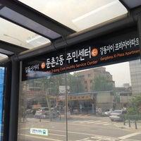 Photo taken at 둔촌2동 주민센터 버스정류장(25-007) by Simon J. on 6/5/2013