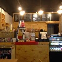 Photo taken at 코나(KONA) Cafe by Simon J. on 8/18/2013