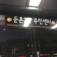 Photo taken at 둔촌2동 주민센터 버스정류장(25-007) by Simon J. on 5/14/2017