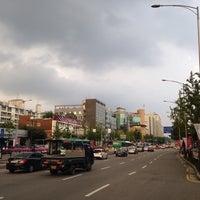Photo taken at 둔촌2동 주민센터 버스정류장(25-007) by Simon J. on 10/10/2013