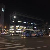 Photo taken at 둔촌2동 주민센터 버스정류장(25-007) by Simon J. on 2/19/2016