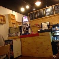 Photo taken at 코나(KONA) Cafe by Simon J. on 8/17/2013