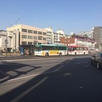 Photo taken at 둔촌2동 주민센터 버스정류장(25-007) by Simon J. on 2/9/2016
