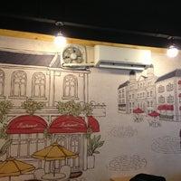 Photo taken at 코나(KONA) Cafe by Simon J. on 7/25/2013
