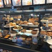 Foto scattata a Starbucks da Sean H. il 7/8/2018