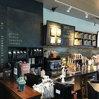 Foto scattata a Starbucks da Sean H. il 7/28/2018