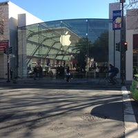 Photo taken at Apple Palo Alto by Joseph A. on 12/24/2012