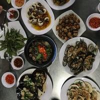 Photo taken at Ốc Đào Nguyen Trai by L e k R o c k R o c k on 7/10/2017