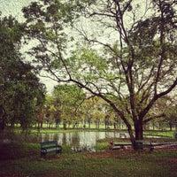 12/9/2012 tarihinde Ratthaket I.ziyaretçi tarafından Vachirabenjatas Park (Rot Fai Park)'de çekilen fotoğraf