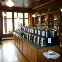 Photo taken at The 1000 Islands Cruet Gourmet Olive Oils and Vinegars by Tom on 10/22/2014
