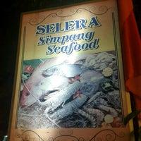 Photo taken at Restoran Selera Simpang by [ ♤.N.N.♤.$.K.L] on 4/9/2017