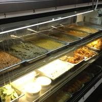 Photo prise au Punjabi Grocery & Deli par Christoff F. le4/7/2013