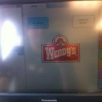 Photo taken at Wendy's by Umit Akdeniz on 8/31/2013