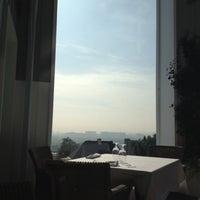 Foto tirada no(a) Mondrian Hotel por Claire H. em 12/5/2012