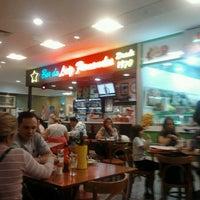 Foto tirada no(a) Bar do Luiz Fernandes por Felipe A. em 10/18/2012