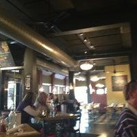 11/23/2012 tarihinde Charlieziyaretçi tarafından The Hornet Restaurant'de çekilen fotoğraf
