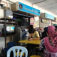 Photo taken at Asam Pedas Commando Kiosk by Ezmil Fikry on 3/13/2013