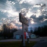 รูปภาพถ่ายที่ B&F Party Store โดย Michael M. เมื่อ 11/22/2012