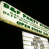 รูปภาพถ่ายที่ B&F Party Store โดย Michael M. เมื่อ 1/5/2013