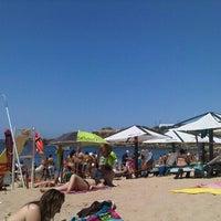 Foto tirada no(a) Praia de São Pedro do Estoril por Adriano M. em 7/6/2013