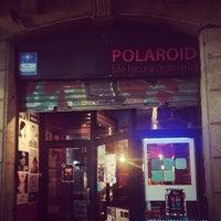 Das Foto wurde bei Polaroid Bar von Doris C. am 7/22/2013 aufgenommen